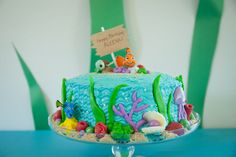 Finding Nemo Cake made with buttercream frosting and fondant decorations. #findingnemo #cake
