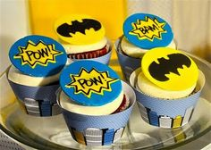 """fondant toppers, love the """"POW!"""" and """"BAM!"""" star bursts cupcake liners, sugar babies, parties, party cupcakes, batman cupcak, batman parti, fondant toppers, batman party, cupcake toppers"""