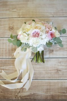 Cream and pink bouquet with streaming ribbons. | By Gavita Flora #Garden #Roses #Hydrangea #wedding #flowers