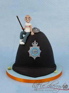 Police Hat Cake   www.facebook.com/littlecherrycakecompany