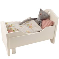 Maileg Extendable Bed and Maileg Cat