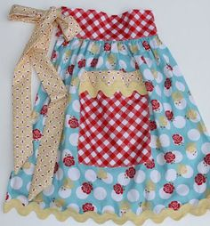 many different versions of the one yard apron