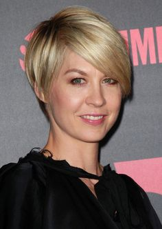 Jenna Elfman Short Hair with Elegant Style