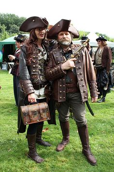 lots of leather, and steampunk elements- with classic pirate style!