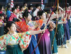 「自立した女性に…」晴れ着姿の新成人が弓の腕前披露 京都・三十三間堂
