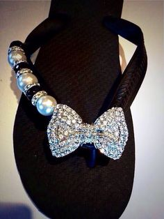 Fit to Be Tied~ Flipinista®* What's better than a Bow filled with crystals? A Flipinista® with a bow filled with crystals! Info@flipinista.com or 312.399.2468 * flipinista® is a registered trademark brand