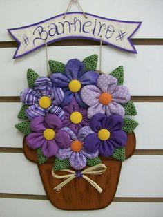 Enfeite para porta de banheiro de vaso de flor G Cores e escrita da plaquinha podem ser alterados Consulte opções de pagamento R$ 45,00