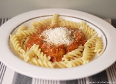 Low calorie turkey bolognese sauce for the 5:2 diet - turkey bolognese - an excellent way to use up those turkey leftovers and lose weight too!