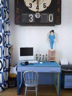 blue desk  via milk . Violaine Belle-Croix / Photos : Karel Balas