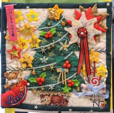 Miniature Christmas tree quilt spotted at the 2014 Yokohama International Quilt Week.  Photo by Julie Fukuda | My Quilt Diary