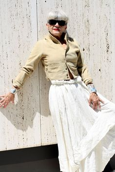 Fashionable woman over 50....LOVE this....women can be fashionable at any age!  This woman is gorgeous!