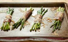Prosciutto-Wrapped Asparagus // Delicious! #spring #recipe