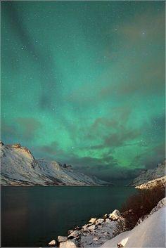 ✯ Wonderful Aurora display after Midnight In Norway