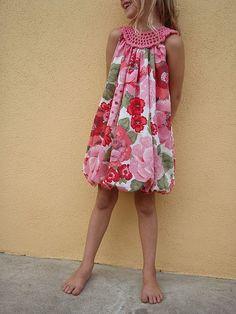 Inspiración. Simple crochet yoke sundress style I want to make this for my daughter. Bobble Dress ✿⊱╮Teresa Restegui http://www.pinterest.com/teretegui/✿⊱╮