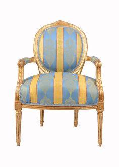 Niespotykany w swojej kolorystyce fotel w stylu Ludwika XVI.