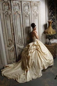 Hollywood Dreams Mercedes Wedding Dresses Keywords: #goldweddinggowns #jevel #jevelweddingplanning Follow Us: www.jevelweddingplanning.com www.pinterest.com/jevelwedding/ www.facebook.com/jevelweddingplanning/
