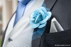 Fotografie: Paula Romein (http://paularomein.nl/) - Pinterested @ http://wedspiration.com.  Originele corsage!!