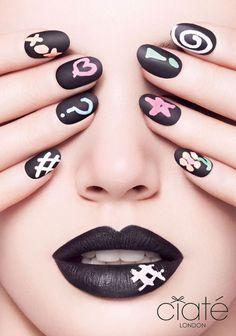 Chalkboard manicure: trendy DIY nail art and matte nail polish.