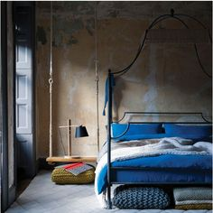 in love with the wire canopy bed and swing