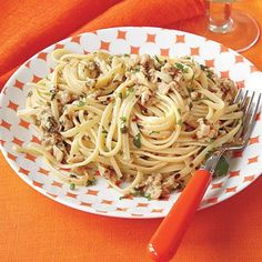 Easy dinner idea: Linguine with White Clam Sauce (use canned clams for a fast meal!)