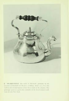 Early American silver: a picture book, 1955. Metropolitan Museum of Art Publications. The Metropolitan Museum of Art, New York. Thomas J. Watson Library (b10399306) | Tea kettle from around 1715.