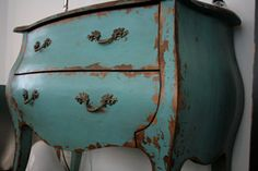 distressed and turquoise?! two of my favorite things.