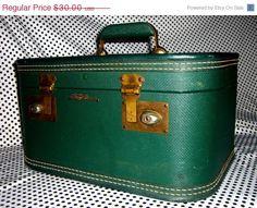 50s 60s Lady Baltimore Beauty Train Case. Caboodle.