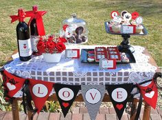 Queen of Hearts Valentine Printable Party Pack - DIY. via Etsy.