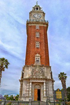 La Torre de  Los Ingleses, frente a la estación de trenes de Retiro.