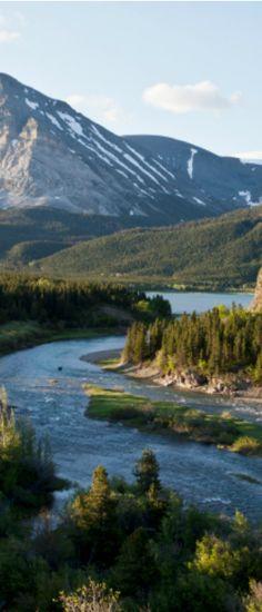 ffd3e0e35bc74a1e23f2fd7572caf903.jpg Swiftcurrent Lake in Glacier National Park, Montana | visitglacierpark.com via www.pinterest.com