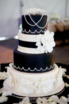 black and white wedding cake, rose wedding cake, flower wedding cake, 1920's wedding cake, classic wedding cake, art deco wedding cake, Gatsby wedding cake