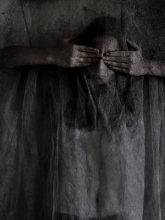 Eerie | Creepy | Surreal | Uncanny | Strange | Macabre | 不気味 | Mystérieux | Strano | Photography |  www.republicofyou.com.au