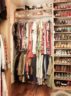 closet organization. LOOK AT THE SHOE RACK! :)
