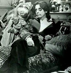 Alice Cooper & Miss Piggy.