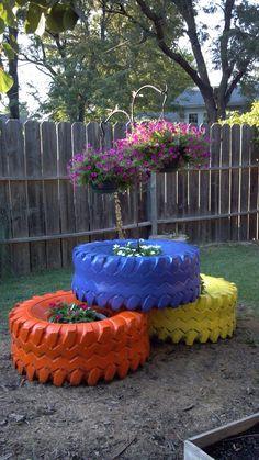 Doniczki do kwiatów z opon do traktora.