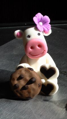 *GUM PASTE ~ Birthday Cow with Hat and Cookie.