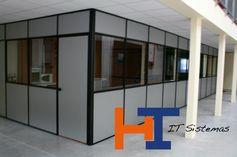 Mampara de oficina, modelo Lisboa, sencilla de alzado mixto madera - cristal - madera.