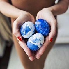 The lovely @louiseroe colored Easter eggs with NAIL POLISH! :raised_hands: