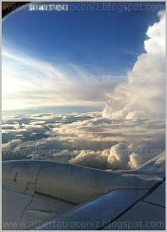 DESDE LAS NUBES// Para apreciar la dimensión de algo es necesario tomar cierta distancia, pues alejándose se adquiere perspectiva. Dice Baumgartner, el hombre que ha saltado desde la estratosfera en paracaídas, que cuando se encontraba allá en lo alto a cuarenta kilómetros del suelo se dio cuenta de verdadera escala que tenían las cosas de aquí abajo a que usualmente damos importancia: cuestiones nimias… —> http://albertotroconiz.blogspot.com.es/2012/10/hombre-pajaro-felix-baumgartner-space.html