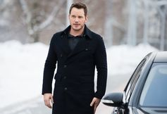 Chris Pratt covered up in a midnight blue cashmere coat from the #GABugatti capsule collection on his recent photocall appearance in Moscow to promote the film 'Passengers'. #ArmaniStars