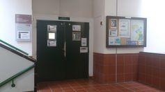 Entrada a la biblioteca de química y biología (http://www.bbtk.ull.es/view/institucional/bbtk/Quimica_y_Biologia/es). Campus de Anchieta. Universidad de La Laguna