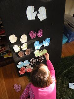 Winter flannel board activity for kids - mitten matching and patterning.