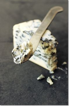 Blue cheese // Queso azul: Gorgonzola (IT), Roquefort (FR).