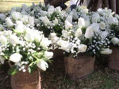 #whiteroses #jutesacks #tablescape #wedding #tablescape