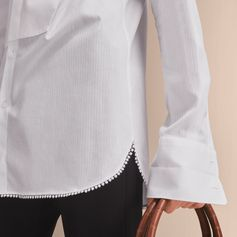 An elegant evening shirt with a wing collar and traditional double cuffs. The smooth cotton style features a front bib and a star macramé trim at the hem.