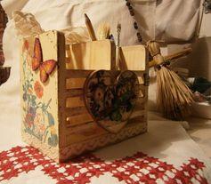 """Декупаж - Сайт любителей декупажа - DCPG.RU   Работы с кружевом: №55 подставка под канцелярские принадлежности """"А на заборе!"""" Click on photo to see more! Нажмите на фото чтобы увидеть больше! decoupage art craft handmade home decor DIY do it yourself lace paints varnish prints cardboard"""