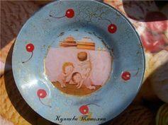 Обратный декупаж с кракле и поталью: веселые тарелочки http://dcpg.ru/mclasses/potal-obrat/ Click on photo to see more! Нажмите на фото чтобы увидеть больше! decoupage art craft handmade home decor DIY do it yourself plate prints acryle craquelure
