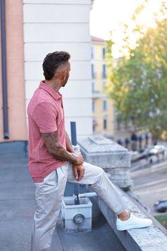 Lewis Hamilton takes time off in Milan
