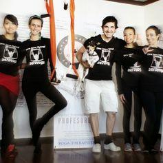 Rafael Martinez Yoga Aérien   Aero Pilates Yoga dans L'Air YOGA AERIEN #Fitness #rafaelmartinez #teacherstraining #gym #INVERSIONS #AERIALYOGA #Aerial #aerien #luft #yogaacrobatico #acro #ACROBATIC #acrobatique #pilatesaereo #Pilates #formacion #fly #volar #yogaaerien