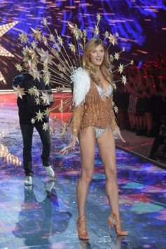 The Looks We Loved From the 2015 Victoria's Secret Fashion Show | Constance Jablonski